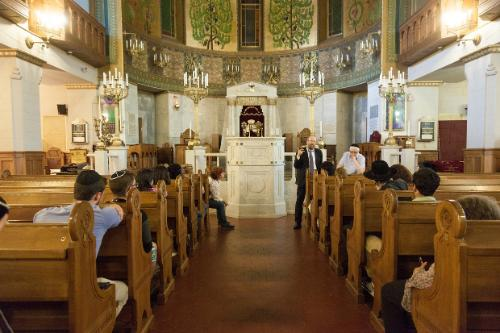 Students visit the Choral Synagogue in Moscow and learn its history from Professor Alexander Lakshin